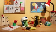 Wisch und Mop auf einem Basteltisch. © NDR/ Thorsten Jander Foto: Thorsten Jander