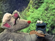 "Krümelmonster ist Butterkeks-Eddy in ""Twilight"". © NDR/ sesame workshop"