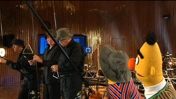 Ernie und Bert angeln mit der NDR Radiophilharmonie © NDR