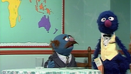 Grobi als Kellner beim Blauen © NDR/ sesame workshop Foto: screenshot