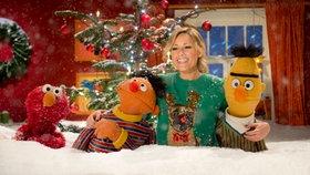 Elmo, Ernie, Helene Fischer und Bert im Schnee © NDR/Thorsten Jander Fotograf: Thorsten Jander