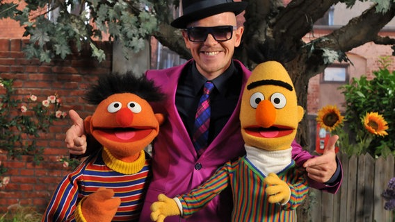 Jan Delay mit Ernie und Bert © NDR / Uwe Ernst