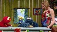 Elmo. Krümelmonster und Julia © NDR Fotograf: screenshot