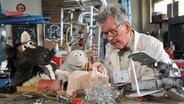 Pferd und Wolle beim Erfinder Professor Schlotter © NDR / Uwe Ernst