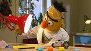 Bert experimentiert mit Licht und Schatten. © NDR Foto: screenshot