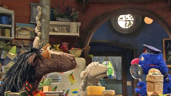 Pferd, Wolle und Inspektor Grobi. © NDR Foto: screenshot