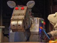 Wolle mit einem Roboterpferd. © NDR Fotograf: Thortsen Jander
