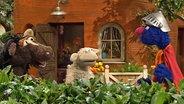 Wolle, Pferd und Supergrobi im Garten. © NDR Foto: screenshot
