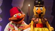 Ernie und Bert in Kostümen für Aladin und die Wunderlampe. © Torsten Janders