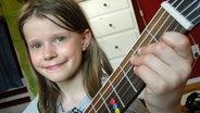 Carla mit Gitarre © NDR Fotograf: Melanie Kuss