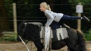 Hanna auf Pony Lilly © NDR/Melanie Kuss Fotograf: Melanie Kuss