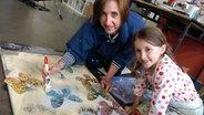Mia möchte Künstlerin werden. © NDR Fotograf: Melanie Kuss