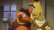 Ernie stellt den Ventilator an © NDR Foto: screenshot